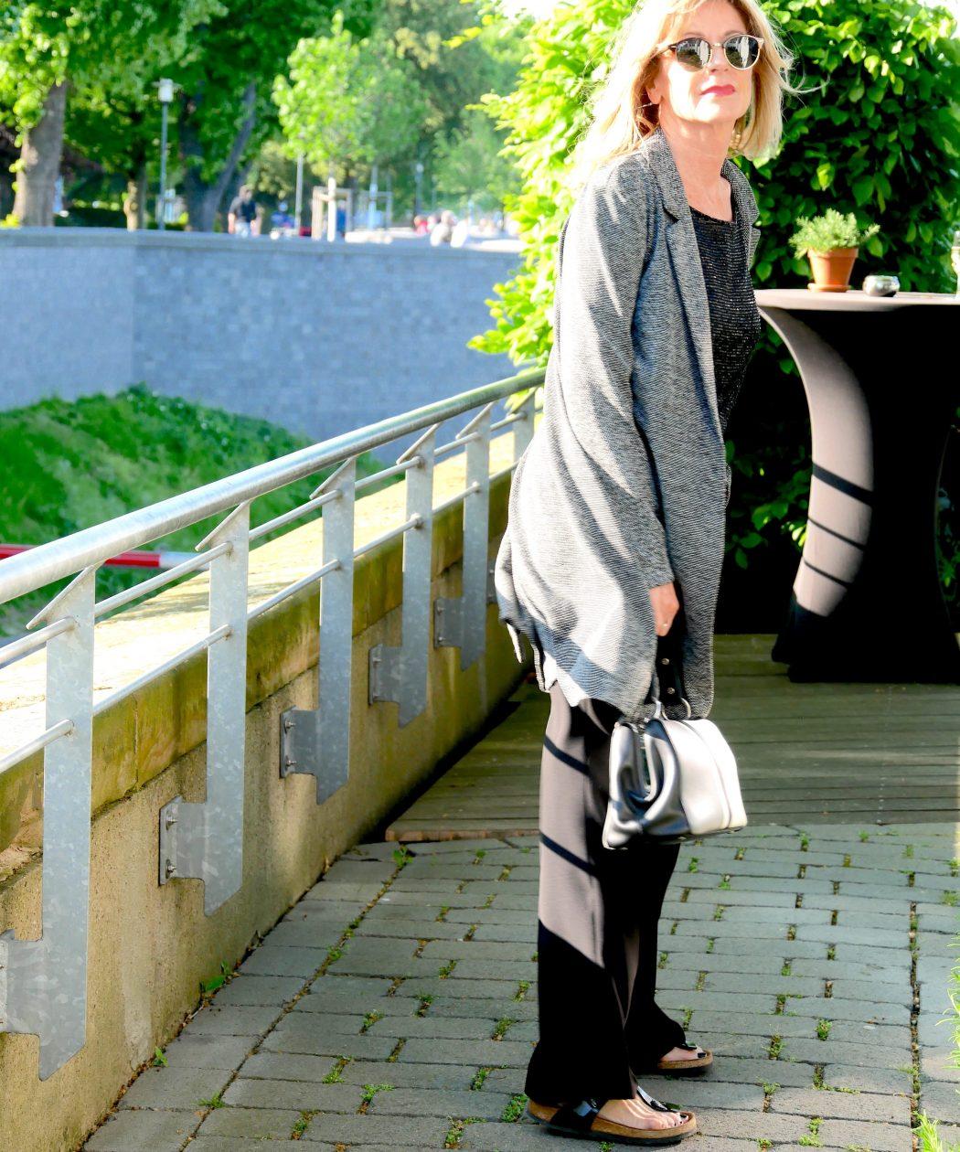 Wahrer Stil: Job Mode in Schwarz Weiß CharismaLook