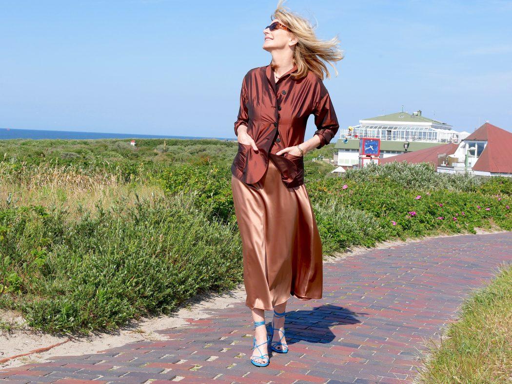 best sneakers 6a658 105ee Satin-Röcke: So schön weiblich und modisches Highlight im Sommer